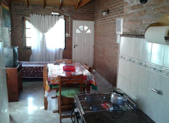 complejo_elvira-cabanas-cocina-comedor-7